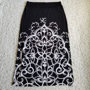 White House Black Market black and white skirt